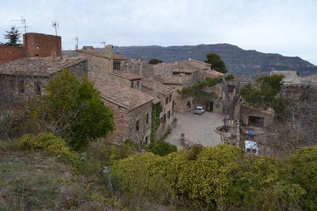Entrada al poble de Siurana // Xavi Viñas